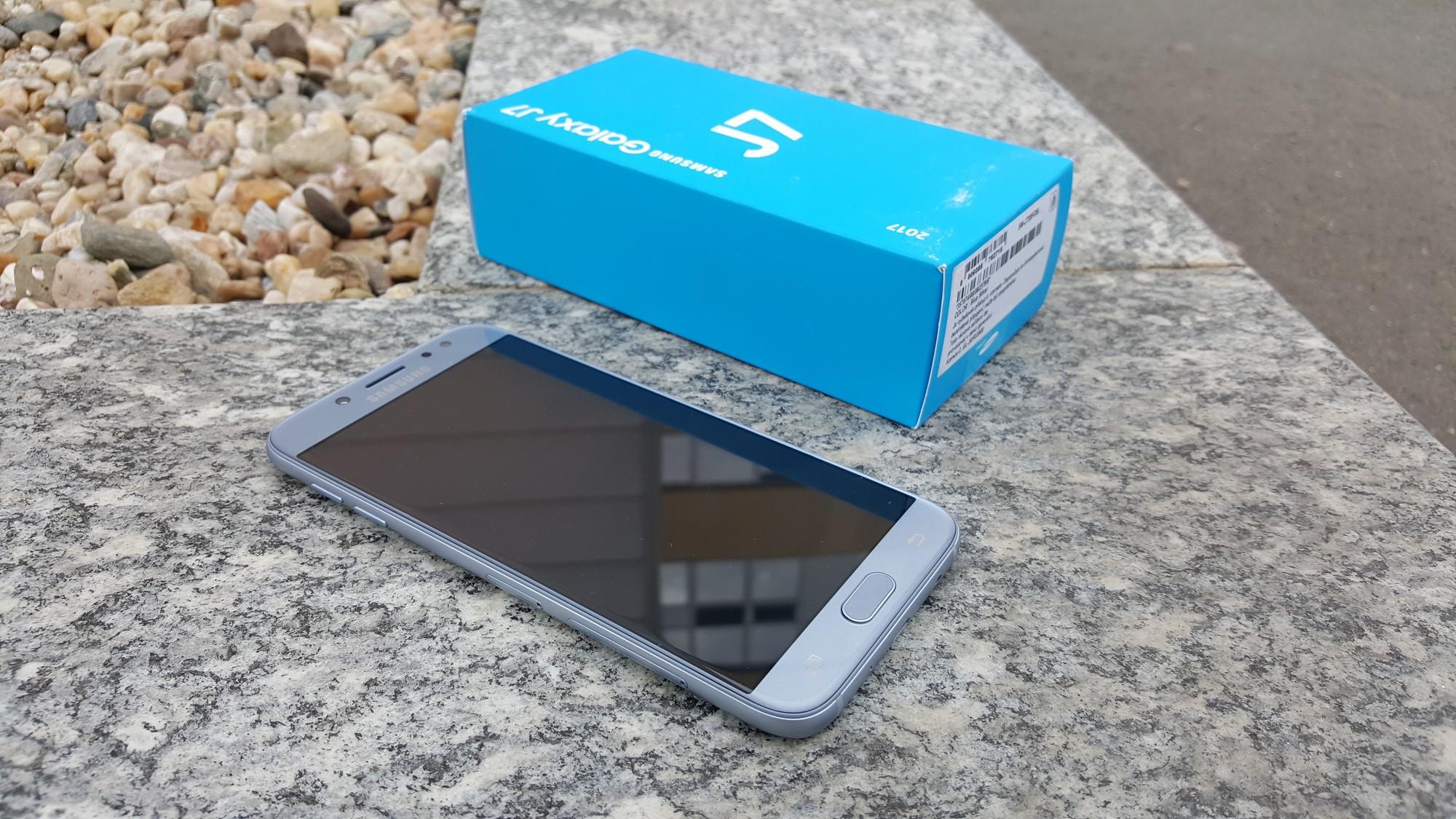 Mobiln telefon Samsung Galaxy J7